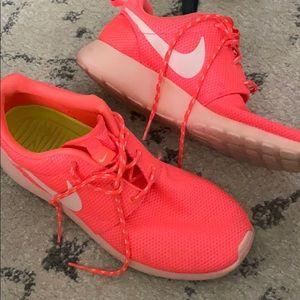 Nike Roshe Neon Pink